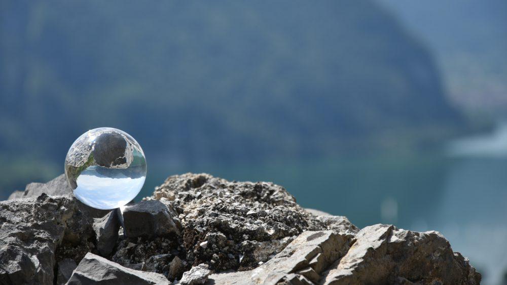 palla sulla roccia della rocca anfo
